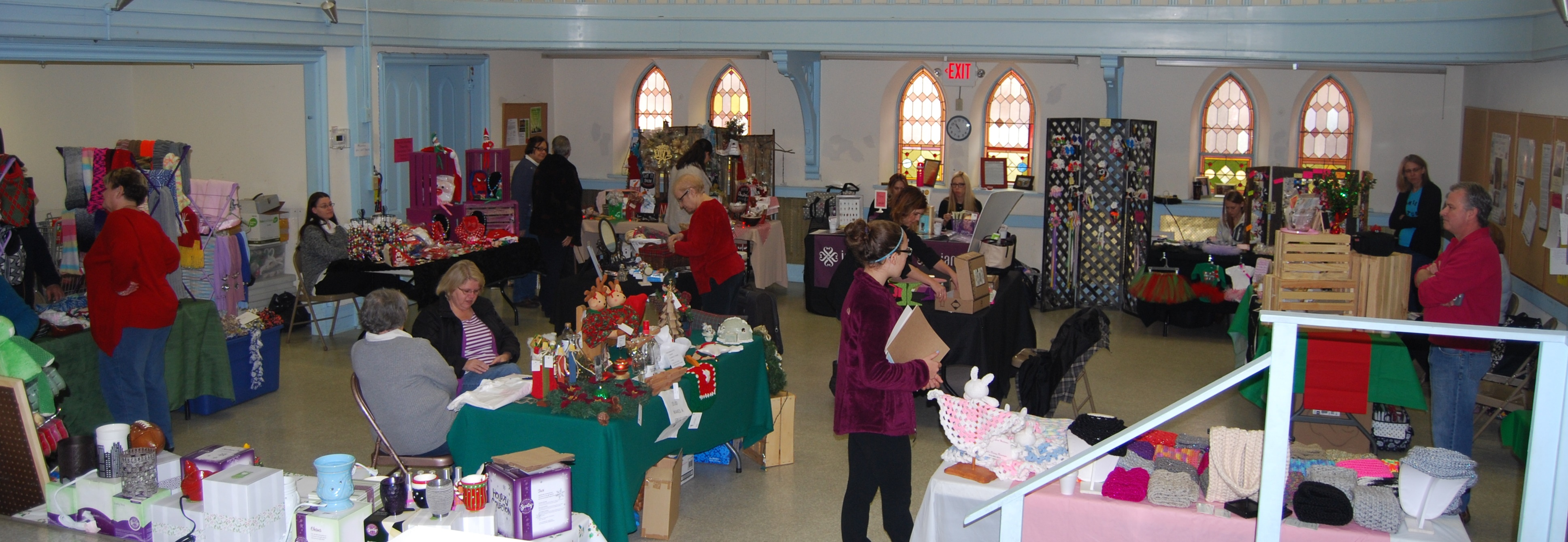 Santa sale wide shot 12-5-15