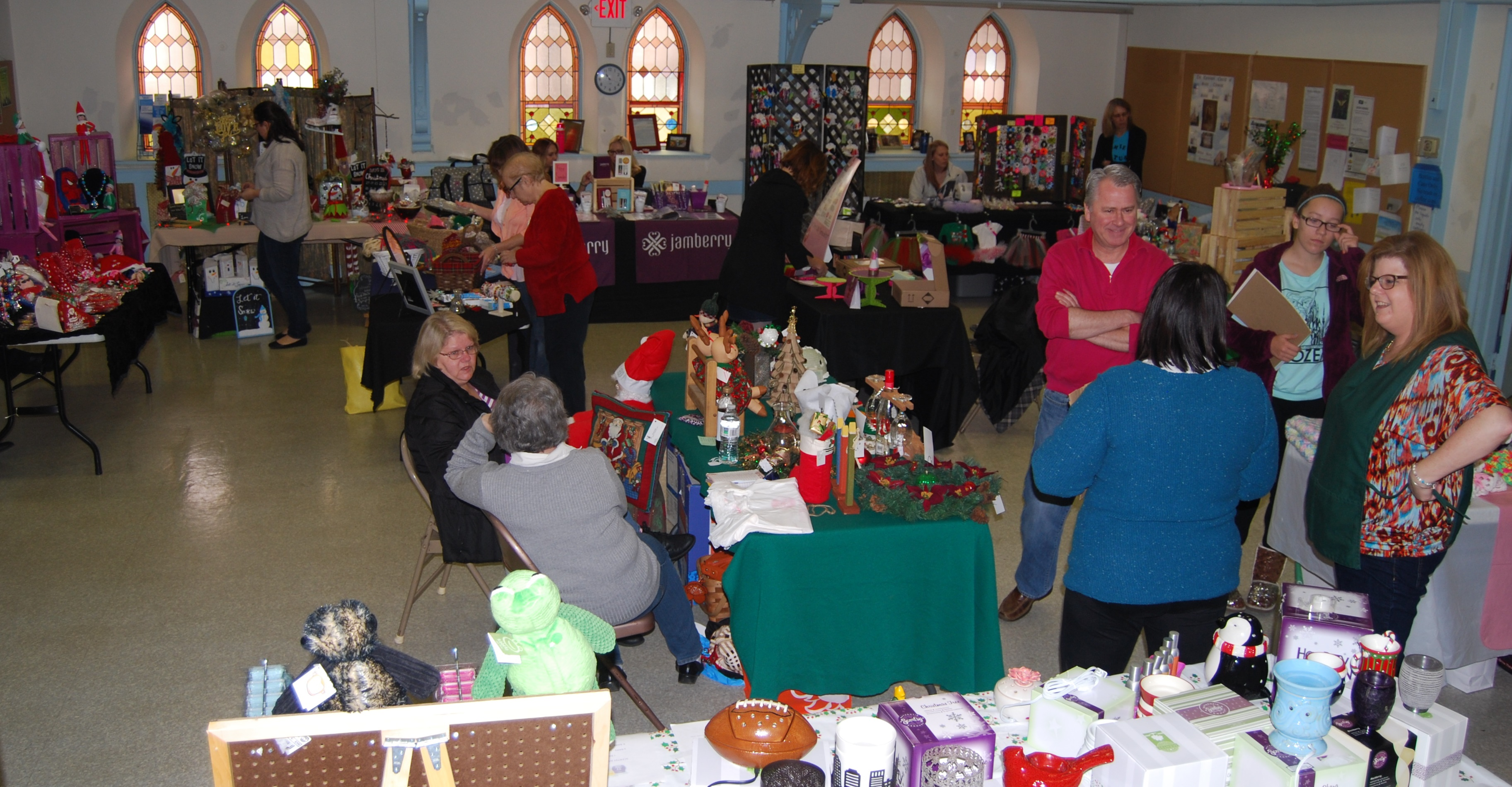 Santa sale wide shot 2 12-5-15